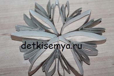 snezhinka-iz-rulonov