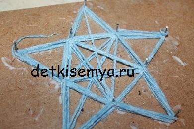 zvezda-iz-nitok-i-kleya-pva-poshagovo