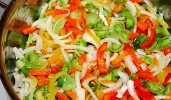 recepty-salatov-iz-zelenyx-pomidor-na-zimu