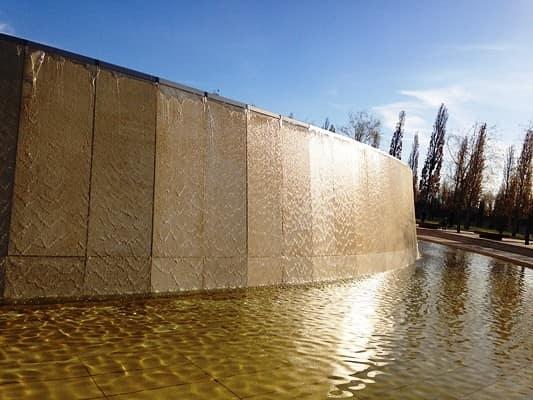 каскадный водопад в парке краснодар