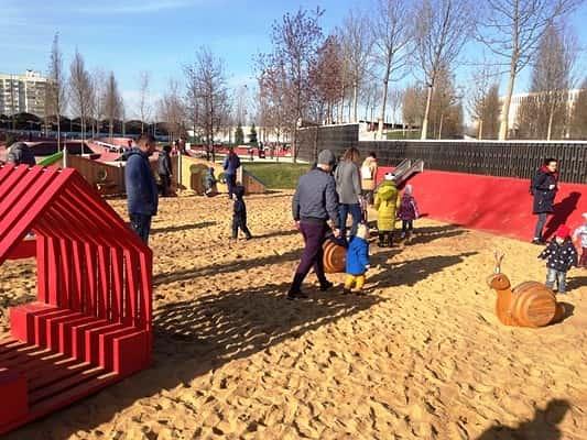 детская площадка в новом парке