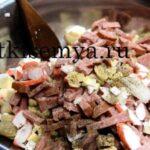салат с крабовыми палочками и кальмарами фото