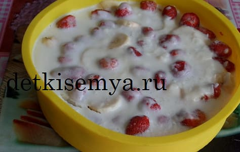 десерт с клубничным вареньем