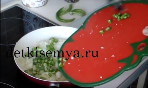 пожарить баклажаны с помидорами на сковороде