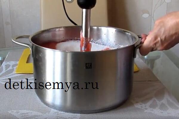 чем можно взбить клубнику