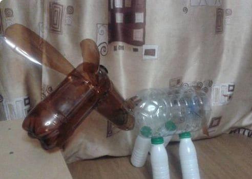 как сделать ослика из бутылок