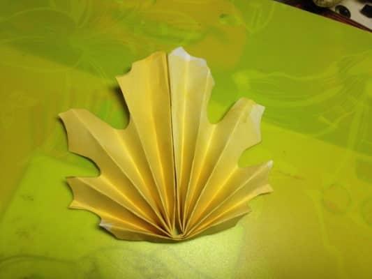 композиции и букеты из листьев